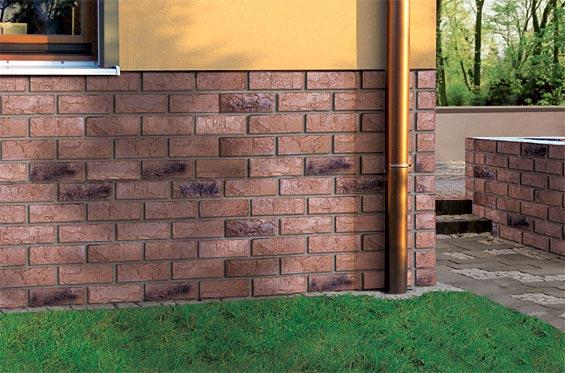 Цоколь является одной из самых уязвимых частей дома. Поэтому для того, чтобы он не разрушился и не подверг опасности целостность конструкции всего дома, к его строительству надо подходить ответственно.