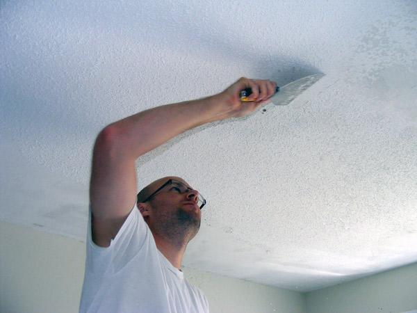 Удаление побелки с потолка своими руками