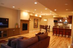 В подвальных помещениях зачастую нет окон. Поэтому при обустройстве подвала важно устроить хорошее освещение.