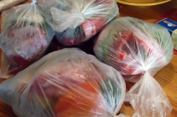 Перец необходимо убрать в пакетики и поместить в холодильник.