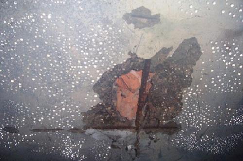Сырость и влага являются частыми гостями подвалов. Они ведут к распространению грибка и разрушению помещения в целом.